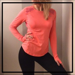 UNDER ARMOUR Athletic Long Sleeve Fitted Top